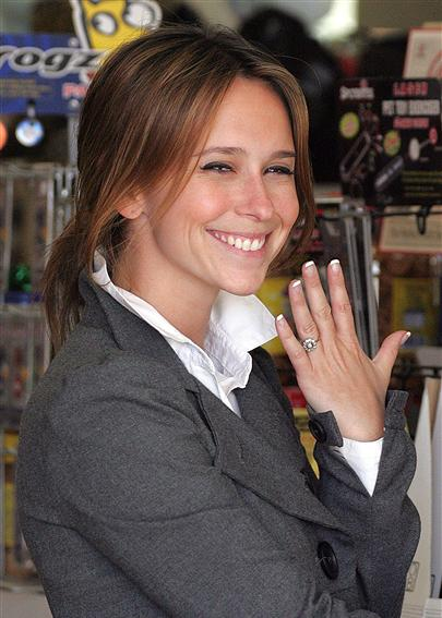 love lesbian Jennifer hewitt