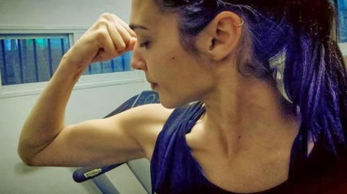 ever since gal gadot got cast as wonder woman people asked if she was big enough so she's posted her muscle maty picture on facebook by way of response. Take that doubters!